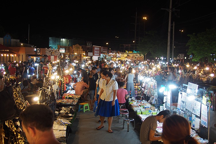how to get to chatuchak market from hua lamphong