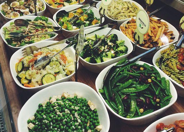 Munch Saladsmith salad bar rotisserie