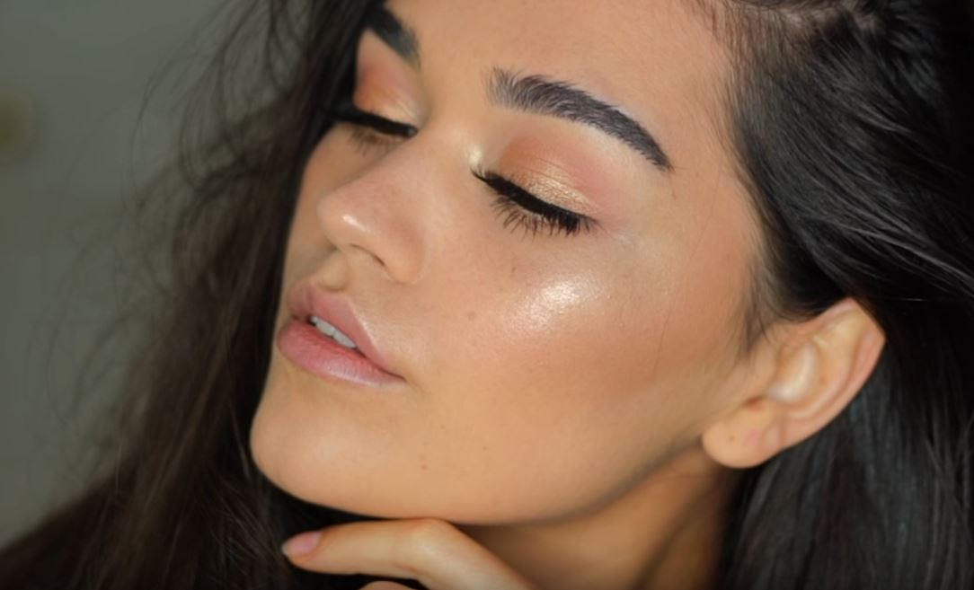 Diana of easyneon Simple and Natural Makeup Look