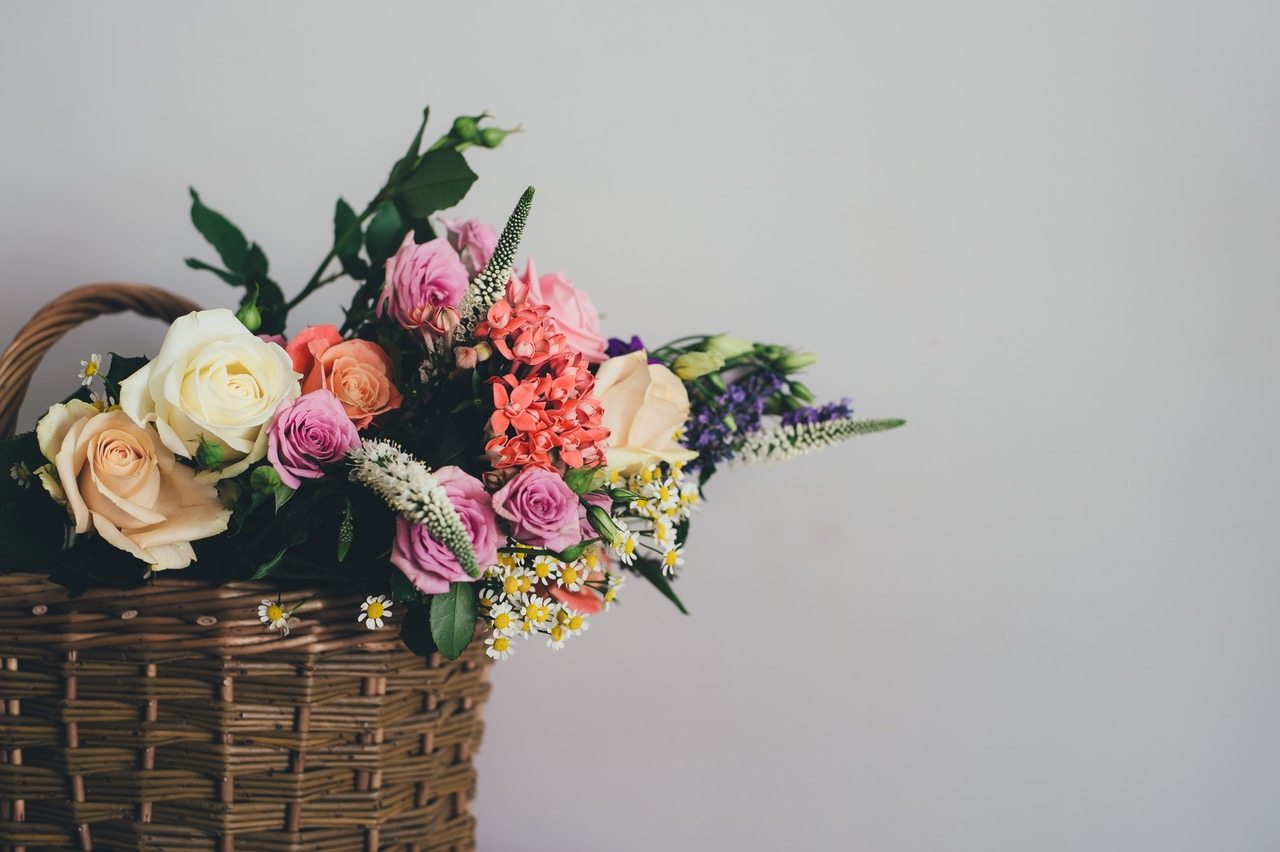 The Best Flower Delivery Services for A Blooming Mother's Day Surprise!