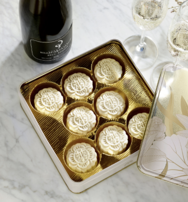 Raffles Hotel - Champagne Truffle and Ganache Snowskin