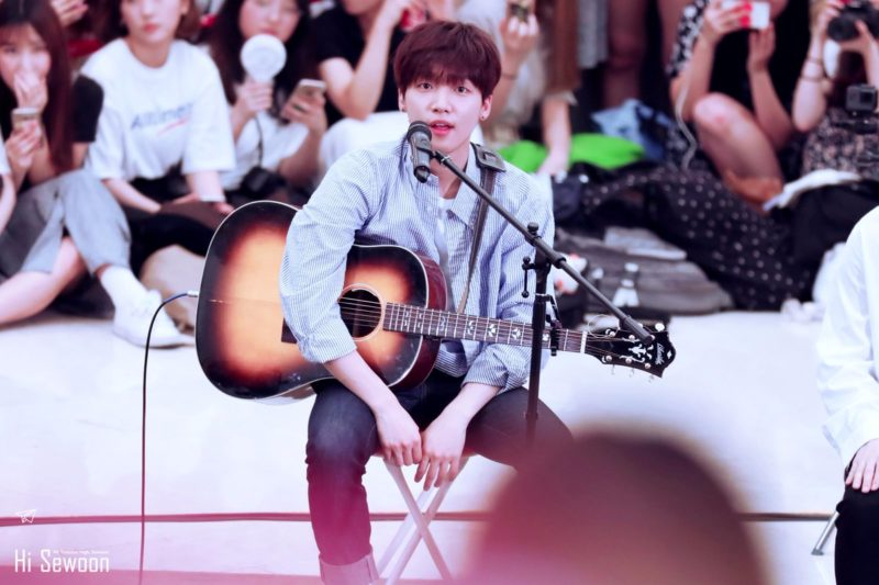 Jung Sewoon at the Mind U Busking Event
