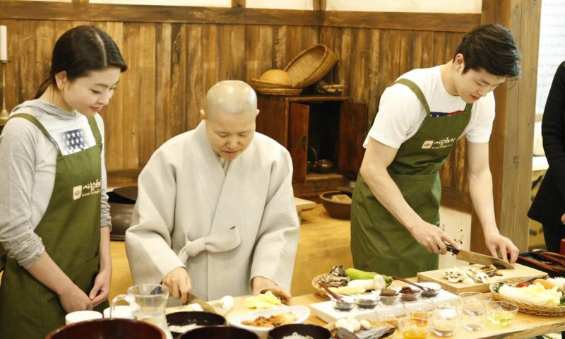 Monk doing a cooking demonstration for Templestay program in Korea