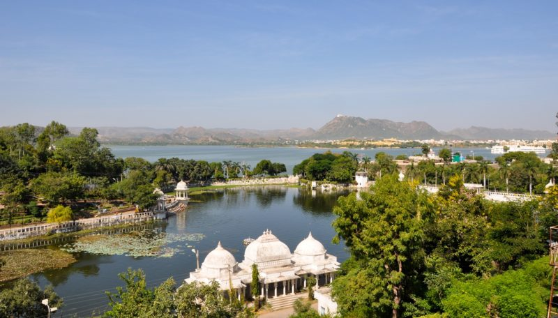 Historical sites on Lake Pichola