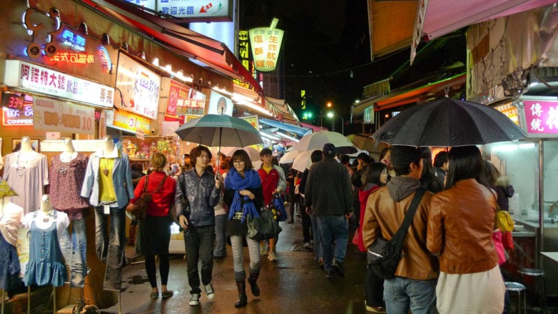 shopping in the ight markets in taiwan