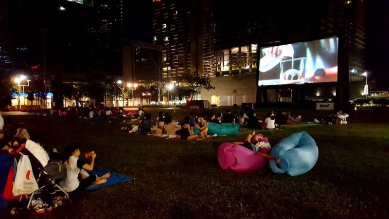 outdoor free movie cinema in Singapore with MovieMob
