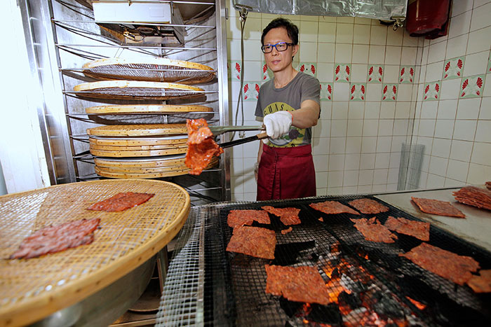 The boss barbecuing bakwa at Hu zhen long