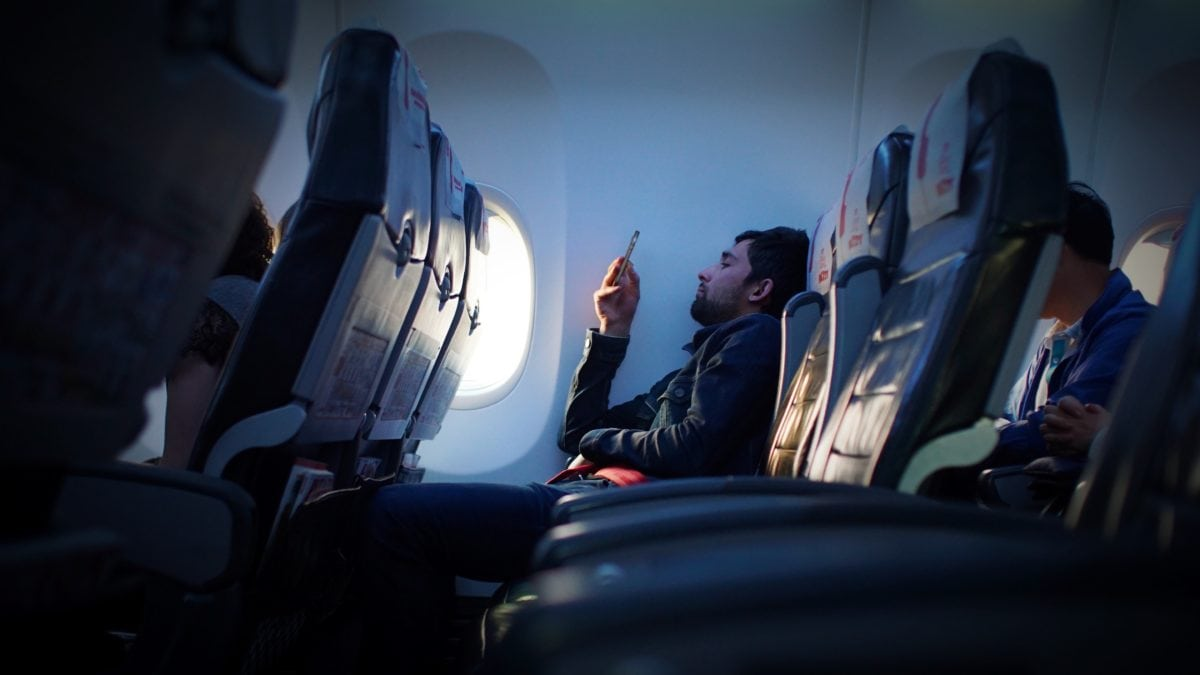 10 Smart Tips to Survive a Long Red Eye Flight