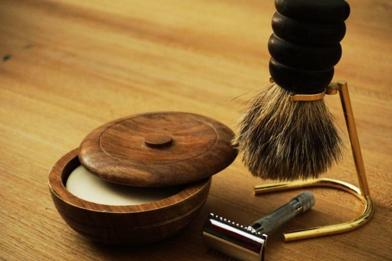 LA Barber Shop Shaving kit with razor, brush and pomade