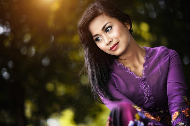 Lady in purple kebaya with nature background