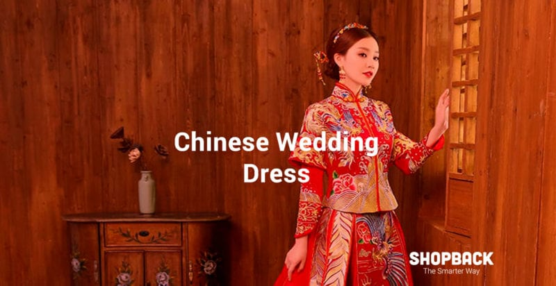 Chinese bride wearing red traditional chinese wedding dress