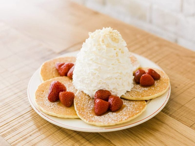 strawberry pancakes from eggs n' things singapore