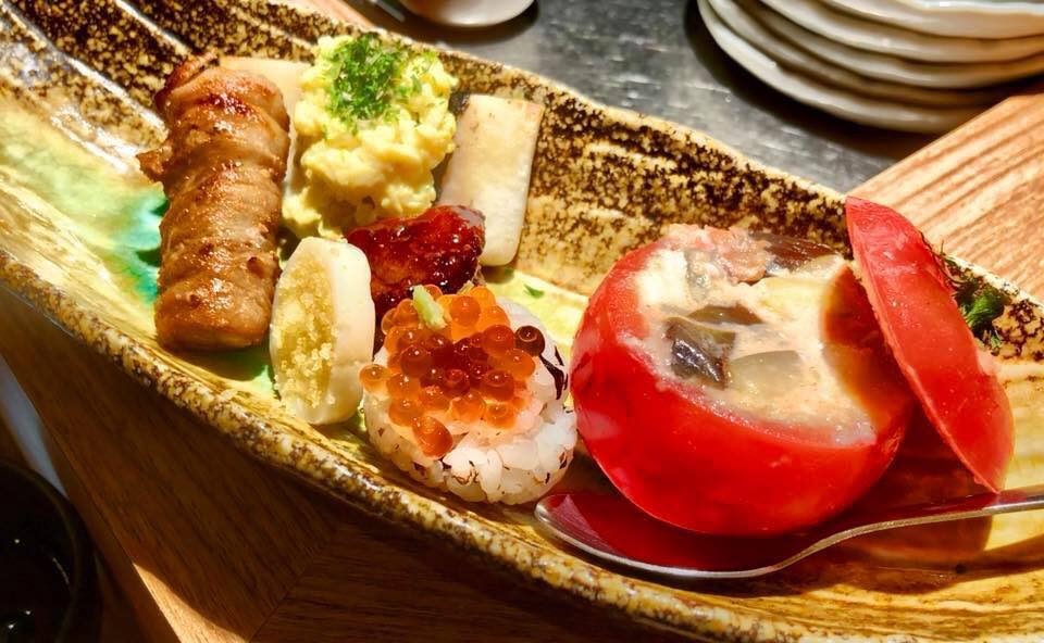 omakase dining with grilled bacon and tomato