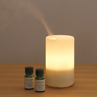 aroma diffuser with two bottles of aroma oil beside