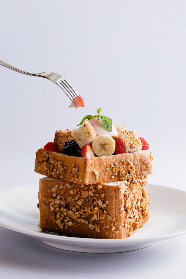 coffin toast coated with cereal with banana and berries