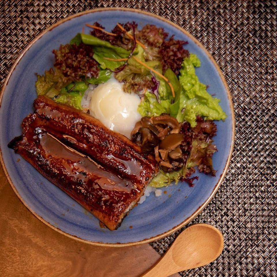 grilled unagi rice bowl with lettuce and onsen egg