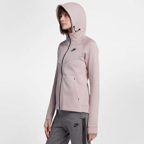 แฟชั่นหน้าฝน Nike เสื้อกันฝน เสื้อผ้าแฟชั่นใหม่ๆ ชุดกันฝน เสื้อกันฝนแฟชั่น