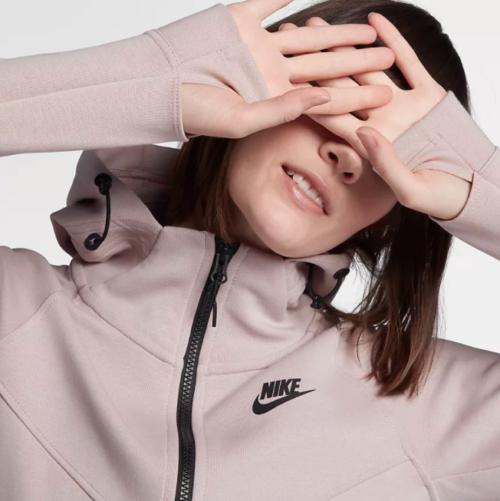 แฟชั่นหน้าฝน Nike 2 เสื้อกันฝน เสื้อผ้าแฟชั่นใหม่ๆ ชุดกันฝน เสื้อกันฝนแฟชั่น