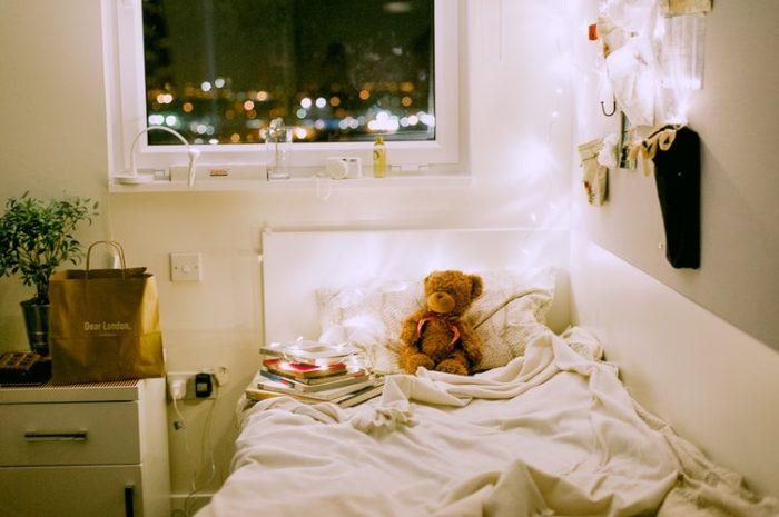 จัดห้องนอนให้น่าอยู่ เพิ่มความอบอุ่นให้ห้อง ด้วยแสงไฟ