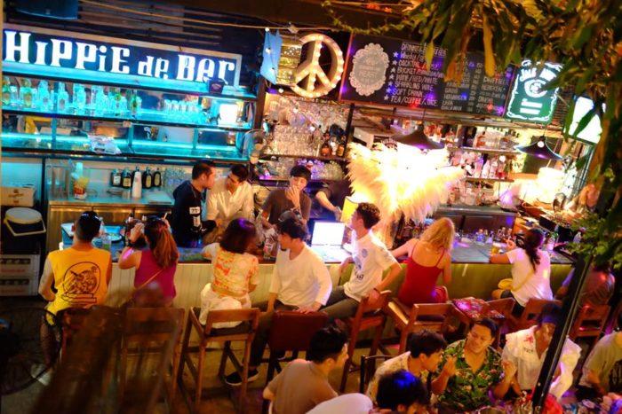 ร้านอาหารดูบอล Hippie De Bar