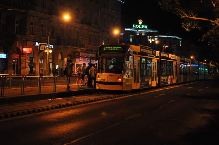 เที่ยวบูดาเปสต์ เมโทรสถานี Deák Ferenc tér M