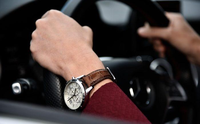 นาฬิกาผู้ชายเท่ๆ เลือกนาฬิกาผู้ชายเท่ๆ โดยวัดจากข้อมือ