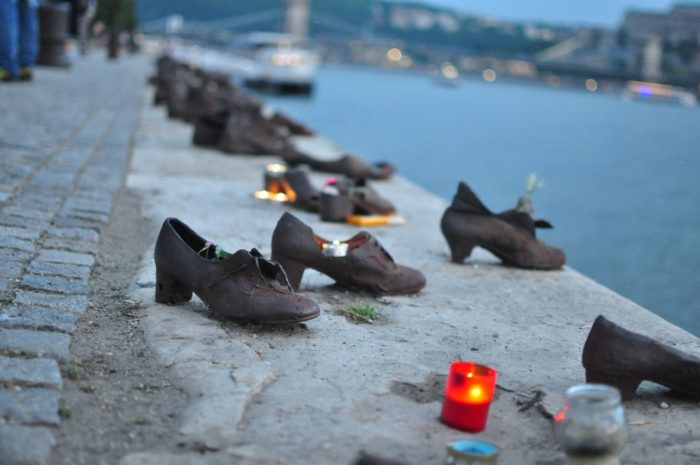 เที่ยวบูดาเปสต์ Shoes on the Danube Bank