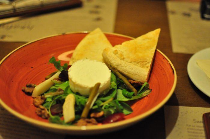 เที่ยวบูดาเปสต์ White and Green Asparagus served in White Balsamic Vinegar with Goat Cheesy Panna Cotta