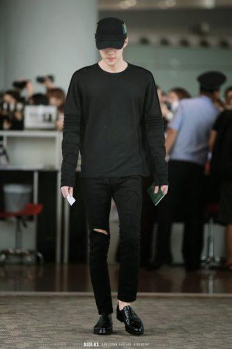 เสื้อ oversize เสื้อผ้าผู้ชาย จัดแบบคุมโทนใส่สีดำก็ดีต่อใจ