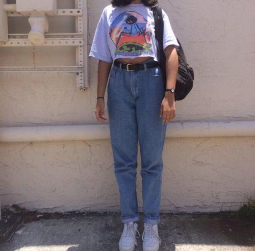 ยุค 90 แต่งตัว กางเกง Mom Jeans ชุดยุค 90 เสื้อผ้าแฟชั่นผู้หญิง เสื้อผ้าผู้หญิง แฟชั่นยุค 90 แต่งตัวยุค 90 แต่งตัววินเทจ เสื้อผ้ายุค 90 การแต่งกายยุค 90 ยุค 90 แต่งตัว