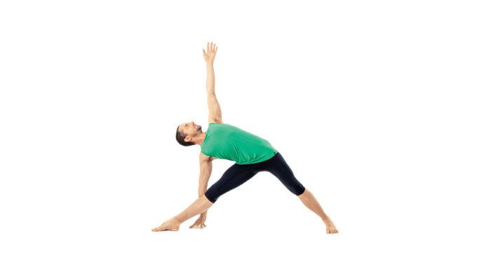 วิธีออกกำลังกายลดความอ้วน ท่าตรีโกณ (Triangle Pose) กระชับสะโพกและบั้นท้าย