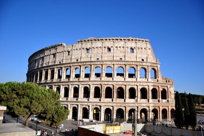 เที่ยวโรม Piazza del Colosseo หรือ Colosseum