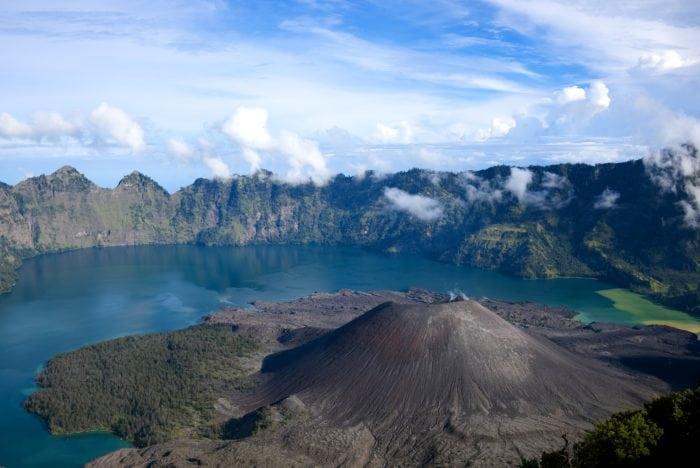 ภูเขาไฟอินโดนีเซีย ภูเขาไฟรินจานี เกาะลอมบอก (Lombok Island)