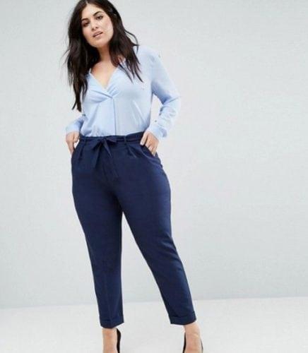 ชุดสีฟ้า เสื้อคอกว้าง กางเกงเข้ารูป