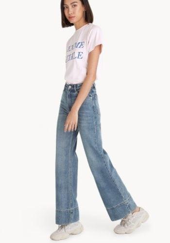 เสื้อยืด กางเกงยีนส์ รองเท้าผ้าใบผู้หญิง เสื้อยืดสกรีน