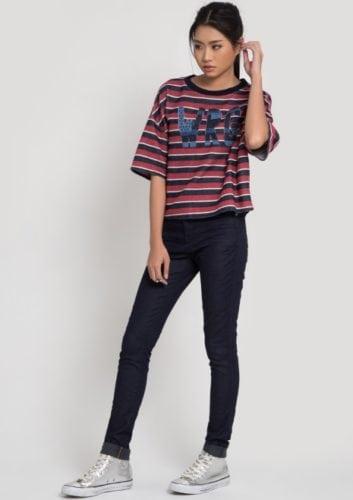 เสื้อยืด กางเกงยีนส์ รองเท้าผ้าใบผู้หญิง เสื้อยืดลายทาง