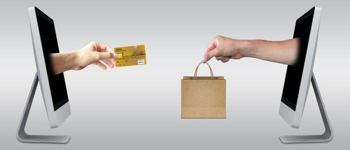 การซื้อของออนไลน์ ซื้อสินค้าด้วยบัตรเครดิต
