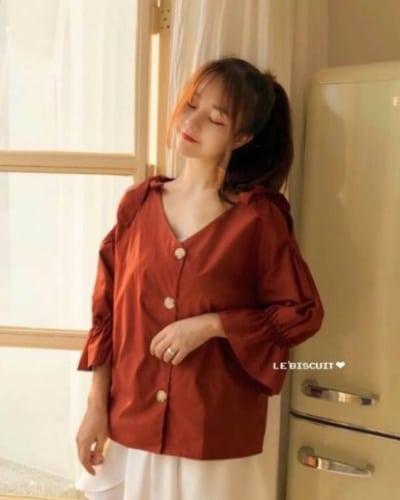 แบบเสื้อทำงานผู้หญิง เสื้อเชิ้ตลินินคอวี