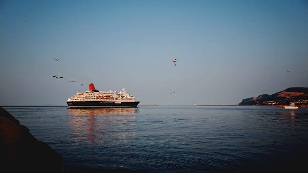 เรือสำราญ, เที่ยวเรือสำราญ, เรือท่องเที่ยว, ล่องเรือสำราญ