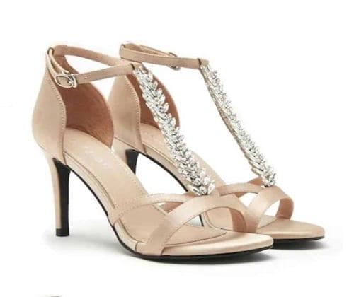 รองเท้าผู้หญิงส้นสูง, รองเท้าส้นสูงไซส์ใหญ่