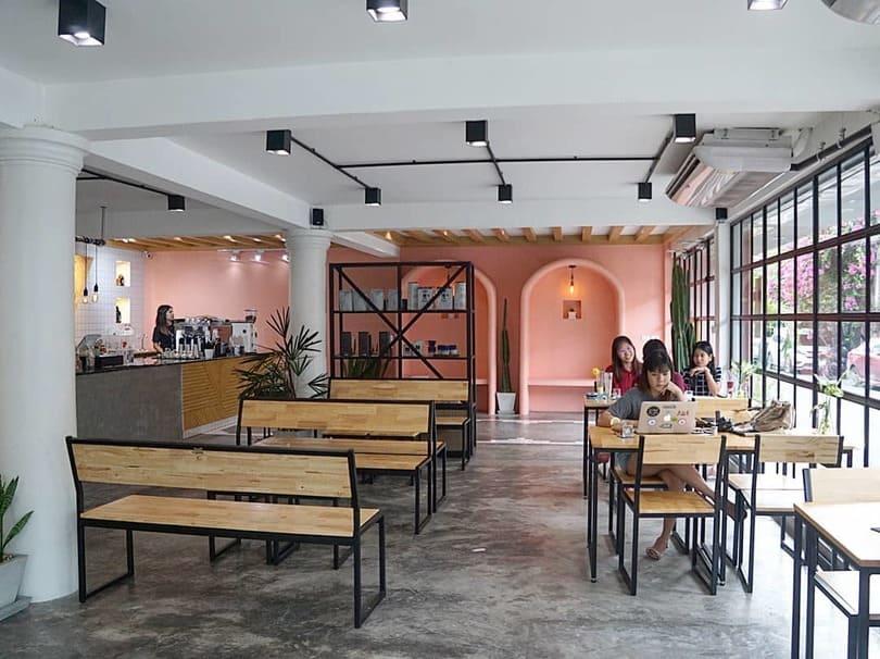 คาเฟ่สีชมพู, ร้านกาแฟสีชมพู