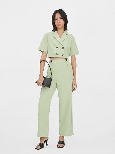 เสื้อสีเขียวมิ้น, เสื้อสีเขียวมิ้นผู้หญิง