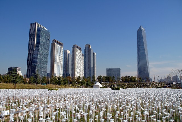 korea building and enconomy
