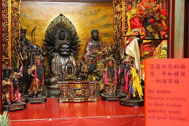 台北城隍廟拜月老求桃花