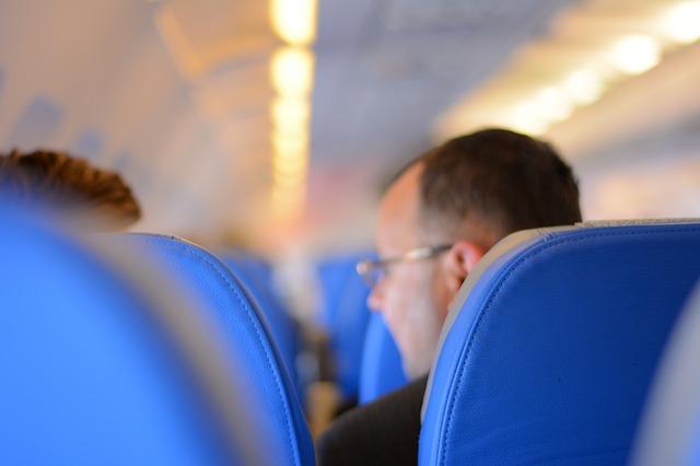 靠窗還是靠走道?6個在飛機上選到好座位的小秘訣