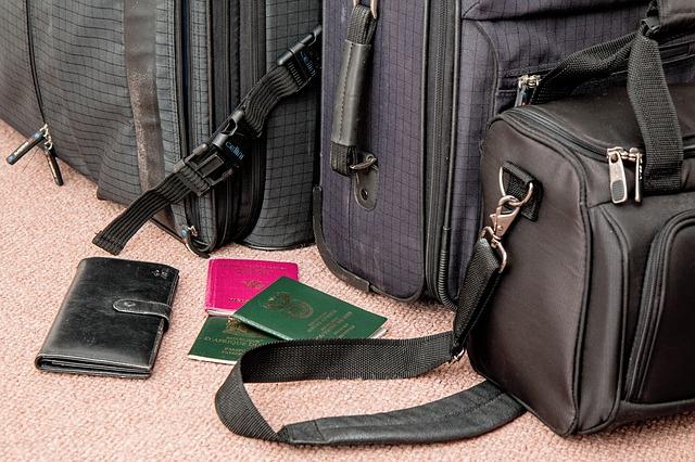 情侶旅行注意護照