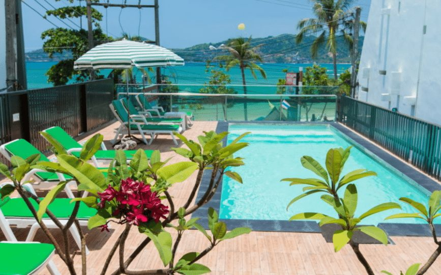 巴東海灘海濱瑞士飯店