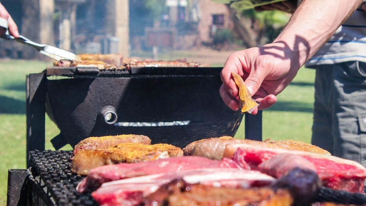 中秋烤肉看這懶人包就好!3分鐘教你必備食材、用品、海鮮處理技巧!