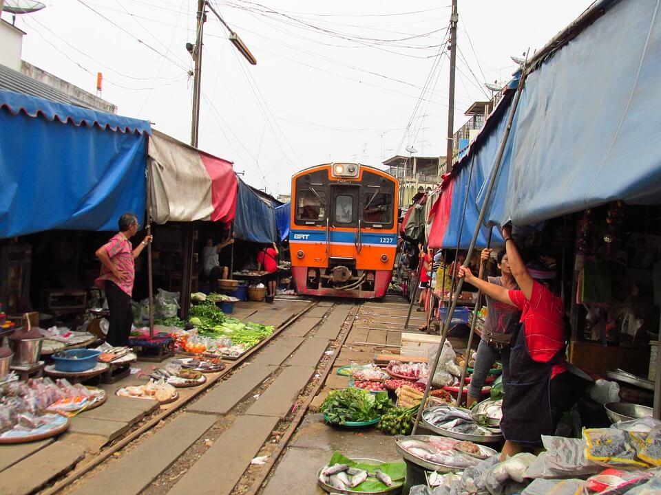 美功鐵道市場Maeklong Railway Market