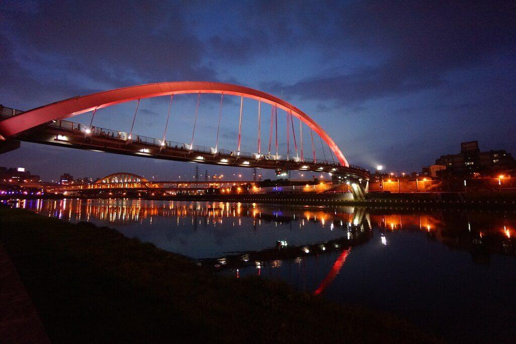 彩虹橋河濱公園